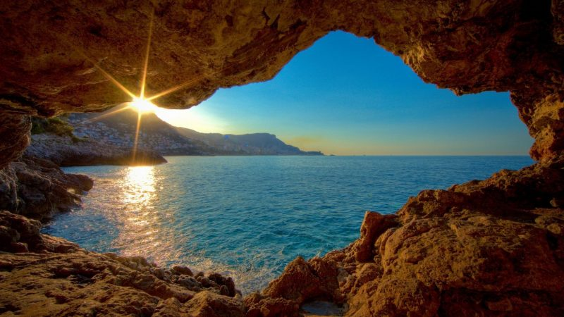 amanecer-visto-desde-una-cueva