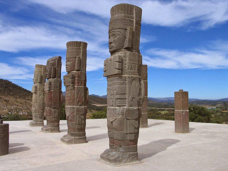 escultura tolteca atlantes